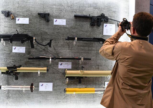 MILEX-2019  Uluslararası Savunma Sanayii Fuarı'nda sergilenen çeşitli silah ve askeri teçhizatlar, dünyanın dört bir yanından ziyaretçilerin yoğun ilgisini çekiyor.