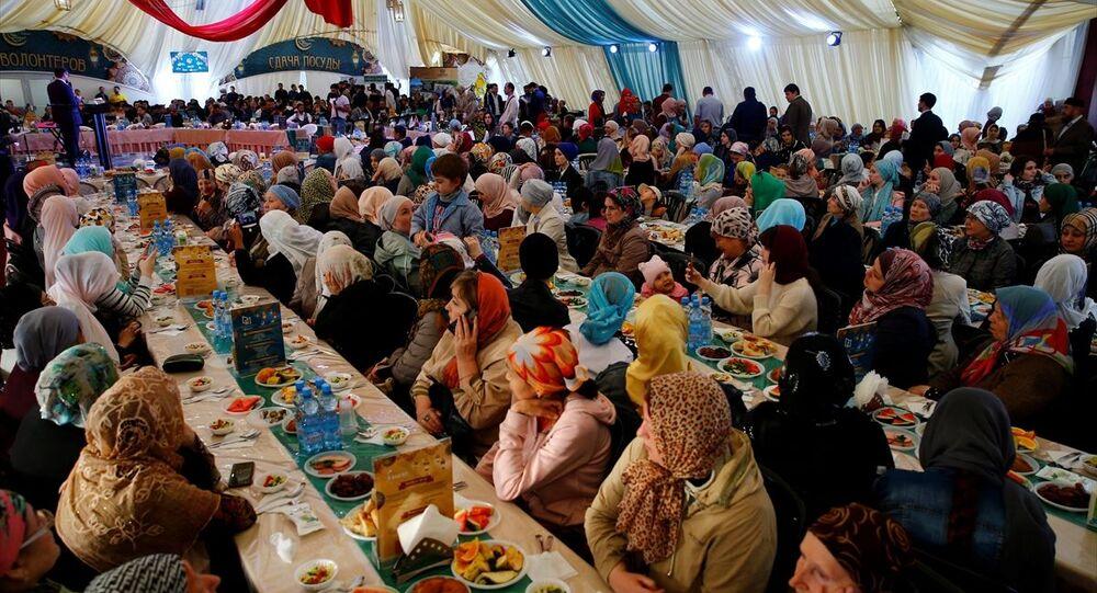 Rusya'nın başkenti Moskova'da kurulan ramazan çadırında Türkiye Akşamı iftar programı düzenlendi
