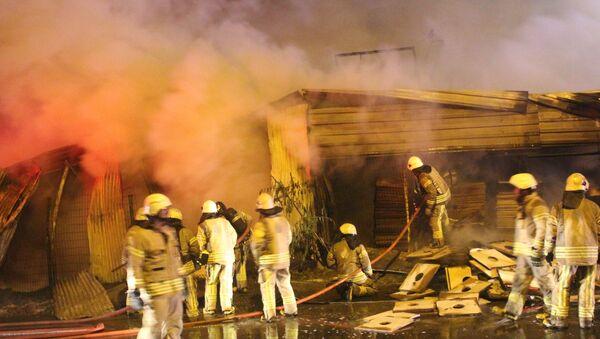 Küçükçekmece'de palet fabrikasında çıkan yangın söndürüldü - Sputnik Türkiye
