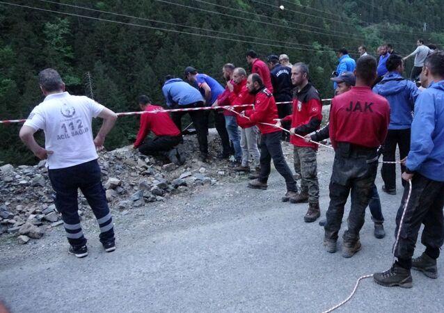 AA muhabirini arama çalışmalarında 2 asker suya kapılarak hayatını kaybetti