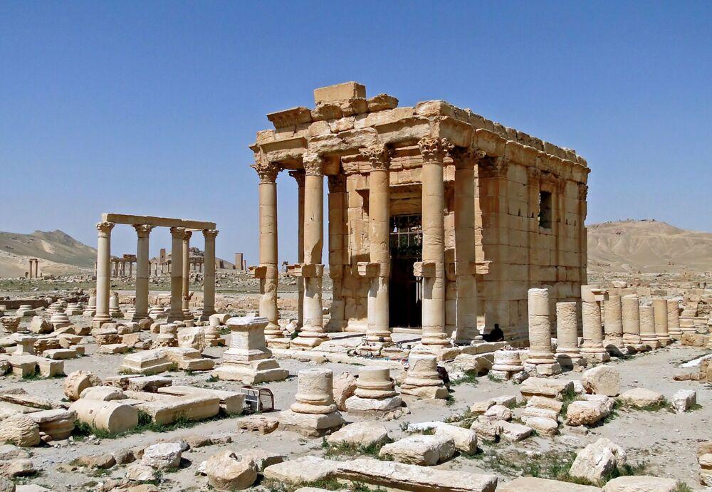Suriye'nin  Palmira kentinde M.S. 17 yılında inşa edilen Baalşamin Tapınağı, yıkılmadan önce antik kentin en iyi korunmuş yapılarından biriydi. Baalşamin Tapınağı, Fenikelilerin fırtına ve gökyüzü tanrısına adanmıştı. Sütunlarında ise Yunanca ve Palmira yazıları bulunuyordu.