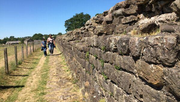 İngiltere'de bulunan Hadrian Duvarı - Sputnik Türkiye