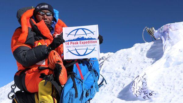 Nepalli şerpa Kami Rita, Everest'in zirvesine 24 kez tırmanarak kendi rekorunu kırdı. - Sputnik Türkiye