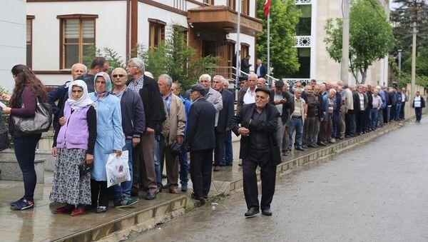 Cumhuriyet Halk Partisi (CHP) Ekrem İmamoğlu için başlattığı kişi başı 20 TL tutarında destek kampanyasına Artvin'in Ardanuç ilçesinden büyük destek geldi. - Sputnik Türkiye