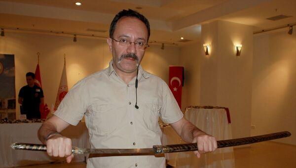 Adliye girişinde el konulan eşyalar sergilendi: Aralarında Samuray kılıcı da var - Sputnik Türkiye