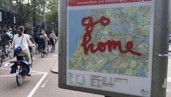 Hollanda'nın başkenti Amsterdam tursit sayısının aşırı arttığının ve ülkenin aşırı kalabalık olduğunu savunuyor. - Sputnik Türkiye