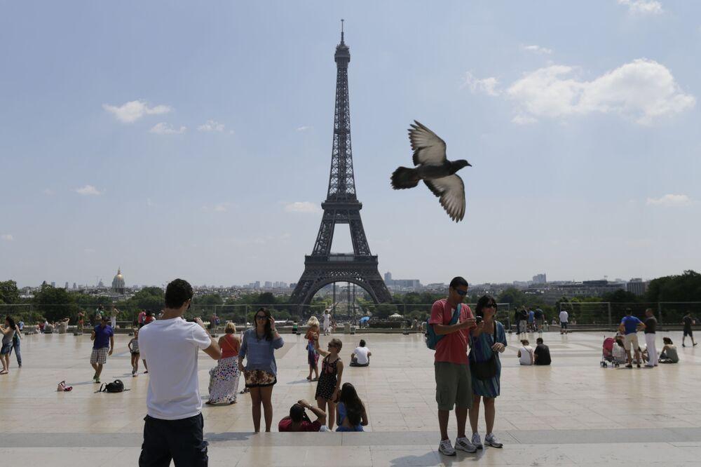 Listenin başında yer alan  Fransanın başkenti Paris'teki dünyaca ünlü Eyfel Kulesi.