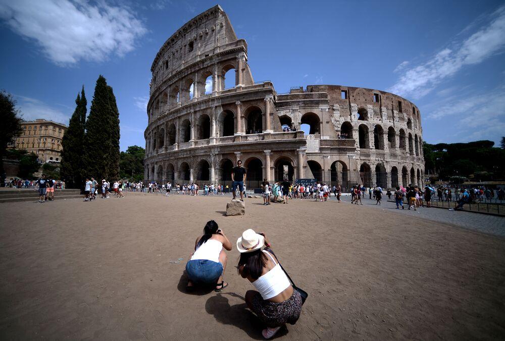 Listede 3. sıraya yerleşen İtalya'nın başkenti Roma'daki Kolezyum.