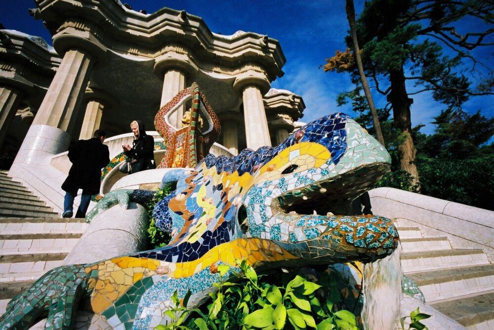 Listeye giren İspanya'nın Barselona kentindeki Güell Parkı'ndan bir kare.