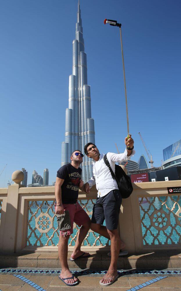 Dubai'de bulunan yüksekliği 828 metre olan Burç Halife Gökdeleni,  en çok fotoğraflanan yerler arasında 7. oldu.