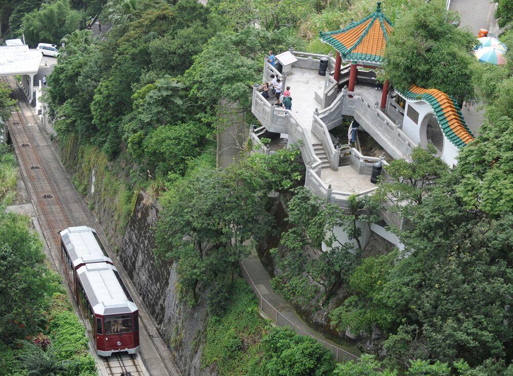 Hong Kong'un simgesel  Victoria Tepesi, listenin 6. sırasına yerleşti.