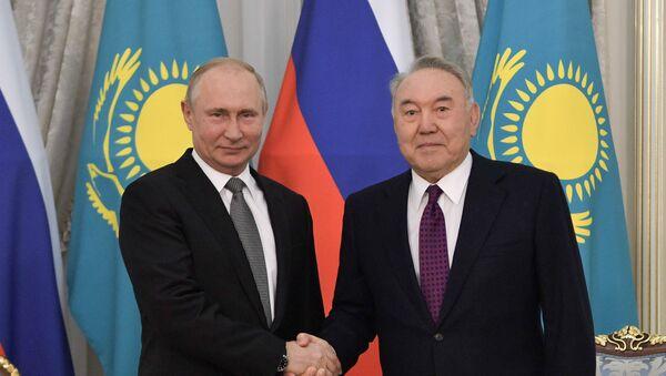 Birinci Kazakistan Devlet Başkanı (Elbaşı) Nursultan Nazarbayev, Rusya Devlet Başkanı Vladimir Putin - Sputnik Türkiye