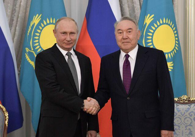 Birinci Kazakistan Devlet Başkanı (Elbaşı) Nursultan Nazarbayev, Rusya Devlet Başkanı Vladimir Putin