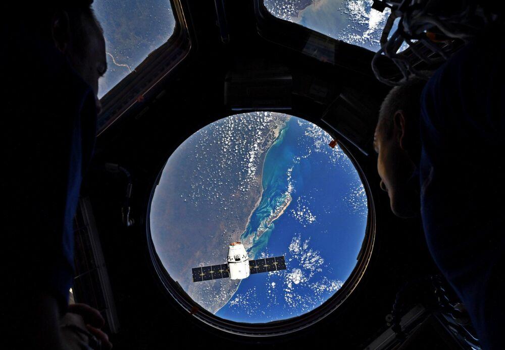 Dragon yük gemisini taşıyan Falcon 9 roketi, Cape Canaveral Hava Kuvvetleri Üssü'nden fırlatıldı. Dragon, Uluslararası Uzay İstasyonu'na yük taşıyor.