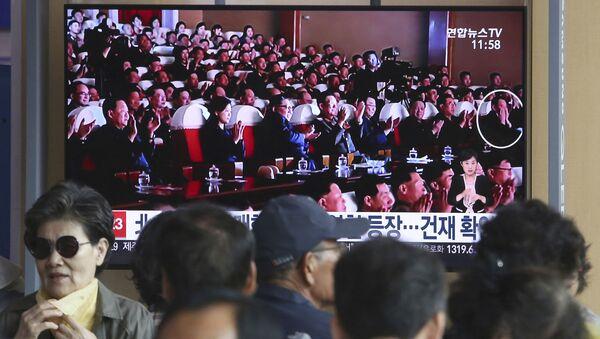 Kuzey Kore lideri Kim Jong-un tarafından idam ettirildiği öne sürülen ABD işlerinden sorumlu özel temsilci Kim Hyok-chol'u bir konserde gösteren fotoğraf yayımlandı. - Sputnik Türkiye