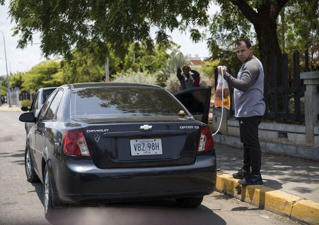 Venezüella- Benzin- Otomobil