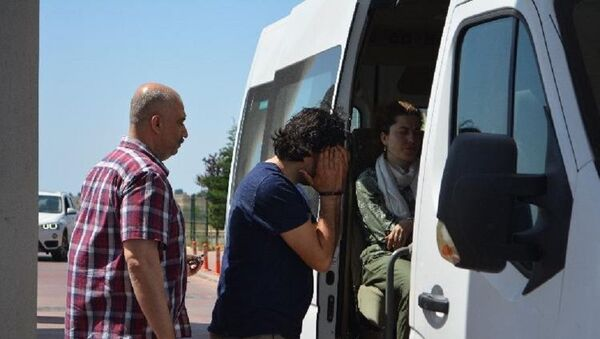Midilli'ye kaçarken yakalanan 9 FETÖ şüphelisi tutuklandı - Sputnik Türkiye