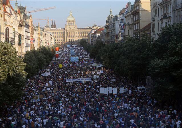 4 Haziran'da Prag'da Çekya Başbakanı Babiş'in istifası talebiyle düzenlenen protesto insan seline sahne oldu.