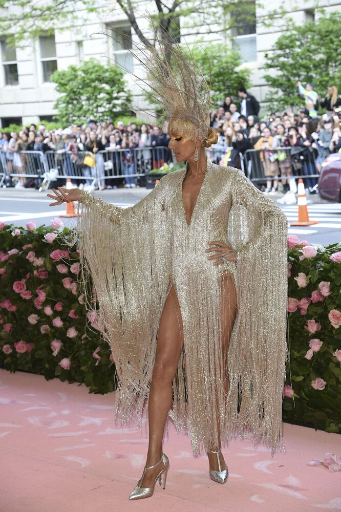 ABD'li şarkıcı Celine Dion, geçtiğimiz yılda kazandığı 450 milyon dolarla 3.  sırada geldi.