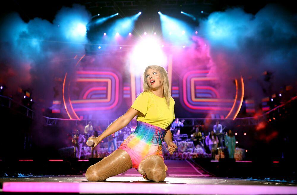 ABD'li şarkıcı Taylor Swift, geçen yılda kazandığı 360 milyon dolar ile Forbes  listesinin 5.'si oldu.