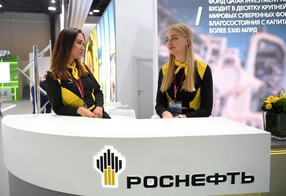23. St. Petersburg Uluslararası Ekonomi Forumu'na ev sahipliği yapan  ExpoForum'da Rus petrol şirketi Rosneft'in standı.