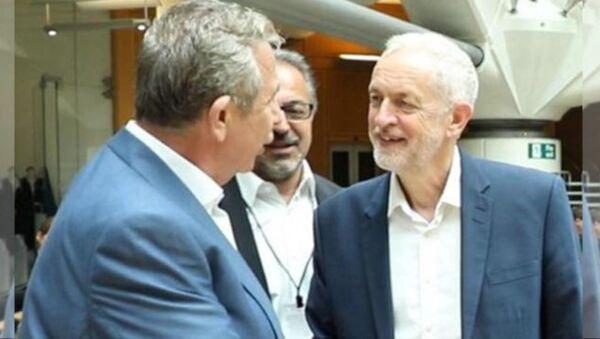 Ankara Büyükşehir Belediye Başkanı Mansur Yavaş, Birleşik Krallık'ta yeşil enerji projelerine yönelik bir dizi görüşme gerçekleştirdi. Yavaş görüşmeler kapsamında İşçi Partisi Lideri Jeremy Corbyn ile de bir araya geldi. - Sputnik Türkiye