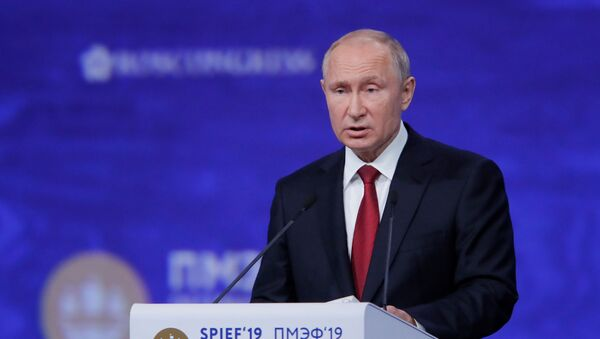 Rusya Devlet Başkanı Vladimir Putin, St. Petersburg Uluslararası Ekonomi Forumu SPIEF 2019'da konuştu. - Sputnik Türkiye