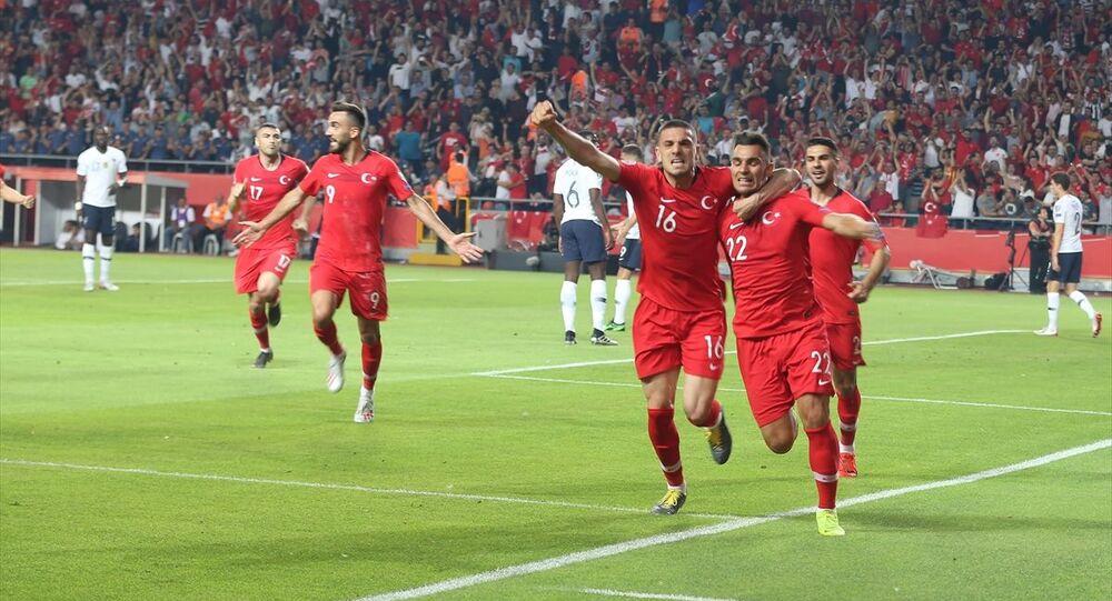 Türkiye A Milli Futbol Takımı, Fransa ile 2020 Avrupa Futbol Şampiyonası elemeleri H Grubu'nda, Konya Büyükşehir Belediye Stadyumu'nda karşılaştı. Türkiye Milli Takım oyuncusu Kaan Ayhan'ın attığı gol sonrası oyuncular sevinç yaşadı.