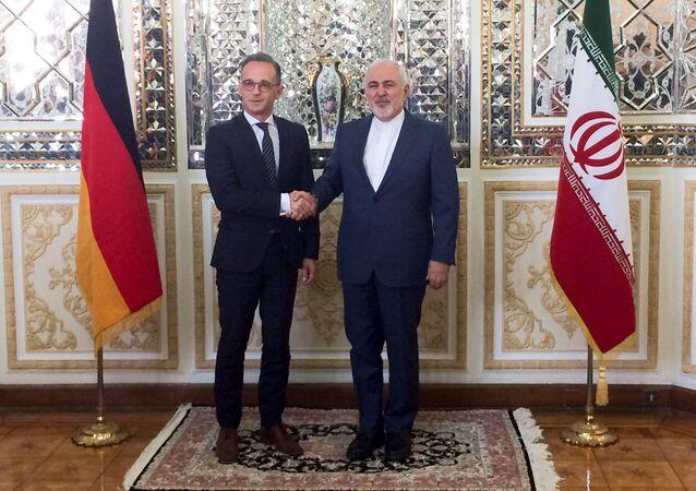 Tahran'ı ziyaret eden Heiko Maas, İranlı mevkidaşı Cevad Zarif'le