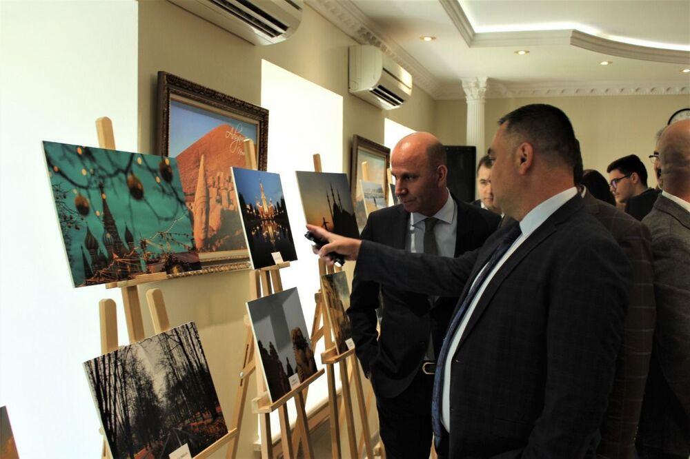 'Türklerin Objektifinden Rusya' sergisi, Rus ve Türk vatandaşlarının yoğun ilgisiyle karşılandı.