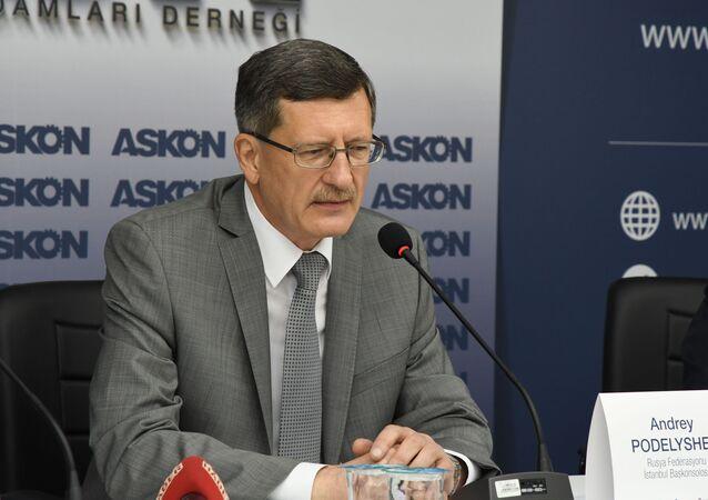 Rusya Federasyonu İstanbul Başkonsolosu Andrey Podyelışev, ASKON Genel Merkezi'nde konuşma yaptı.