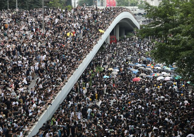 Protesters march along a road demonstrating against a proposed extradition bill in Hong Kong, China June 12, 2019. REUTERS/Athit Perawongmetha
