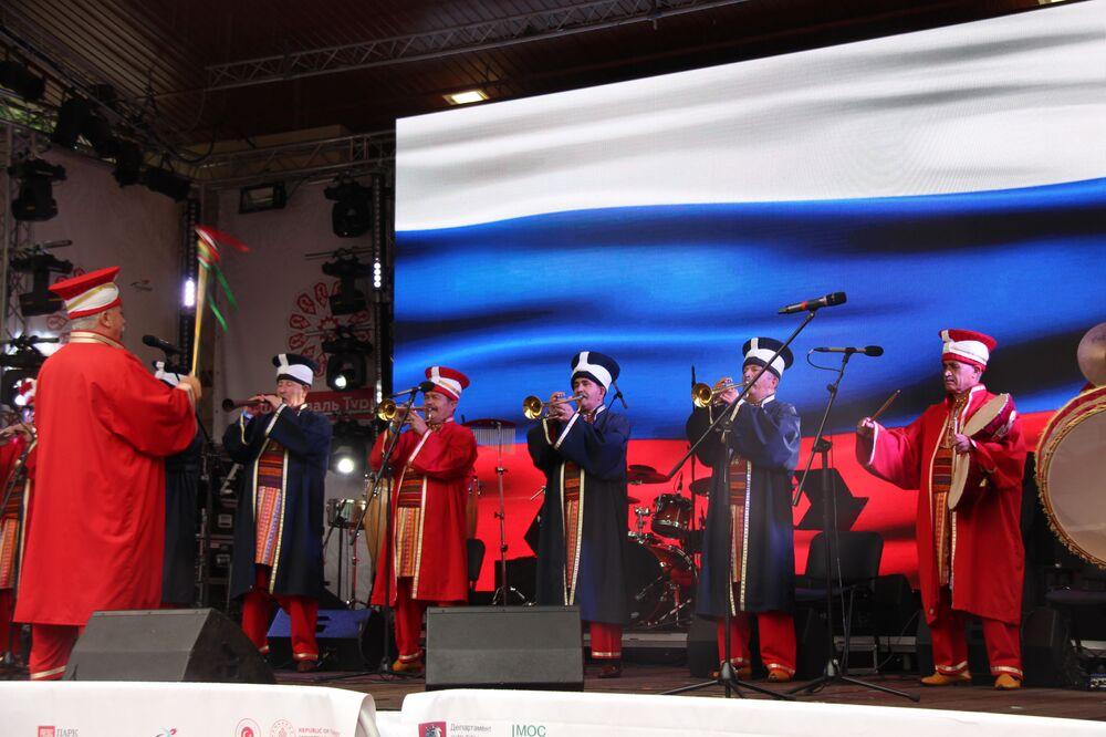 Türkiye Festivali'nin ana sahnesinde müzik gösterisini yapan Mehter Takımı.