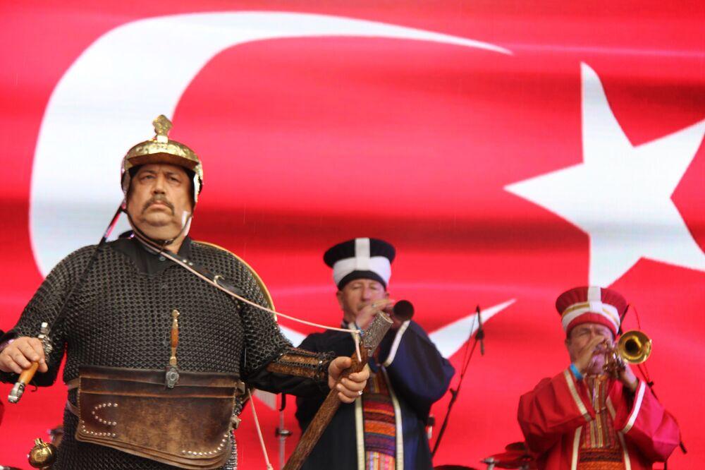 Festival kapsamında, Türk ve Rus sanatçılar ve Mehter Takımı'nın konserleri gibi bir dizi etkinlik düzenleniyor.