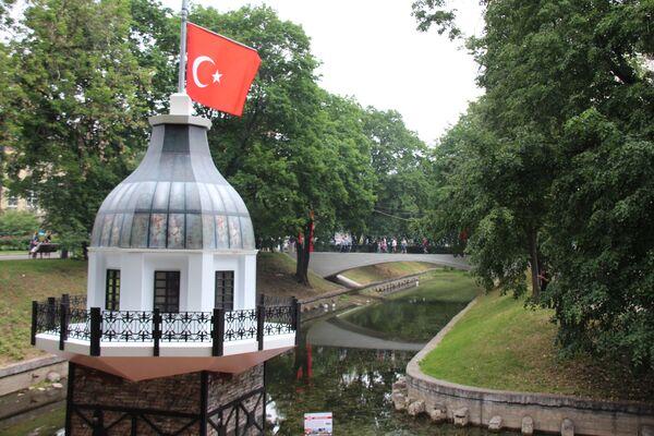 Etkinlik kapsamında, Minyatür Türkiye sergisi organize edildi. Sergide Kız Kulesi, Topkapı Sarayı, Kapadokya, Aspendos, Boğaz gösterildi. - Sputnik Türkiye