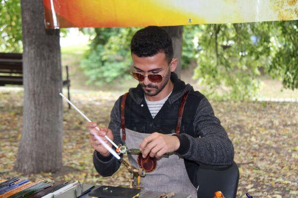 Ebru sanatı, cam üfleme, seramik üzerine resim gibi ustalık dersleri organize ediliyor. - Sputnik Türkiye
