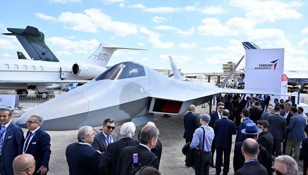 Türk Havacılık ve Uzay Sanayi AŞ (TUSAŞ), Milli Muharip Uçağı'nın birebir modelini ilk kez Paris Havacılık Fuarı'nda sergiledi. - Sputnik Türkiye
