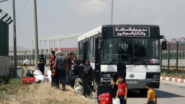Bayramı ülkesinde geçiren Suriyelilerden 5 bini Türkiye'ye döndü  - Sputnik Türkiye
