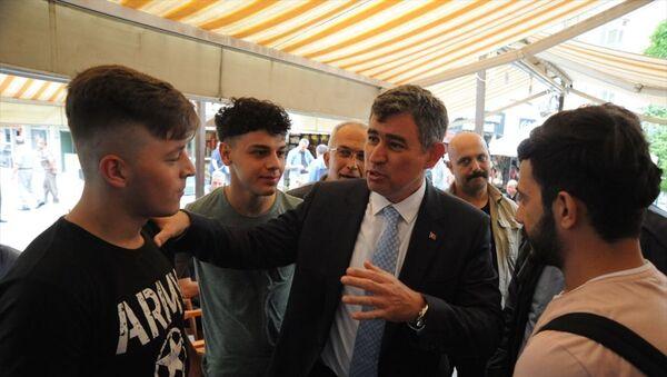 Türkiye Barolar Birliği (TBB)  Başkanı Metin Feyzioğlu, geldiği Niğde'de çeşitli temaslarda bulundu. Feyzioğlu bazı vatandaşlarla sohbet edip fotoğraf çektirdi. - Sputnik Türkiye