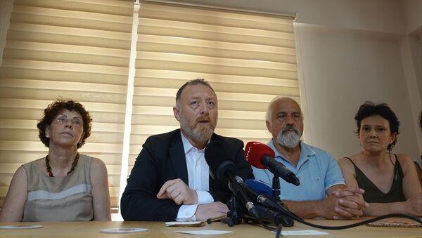 Sezai Temelli, kendisinin de üyesi olduğu Beşiktaş'taki Öğretim Üyeleri Derneği'ni ziyaret etti. - Sputnik Türkiye