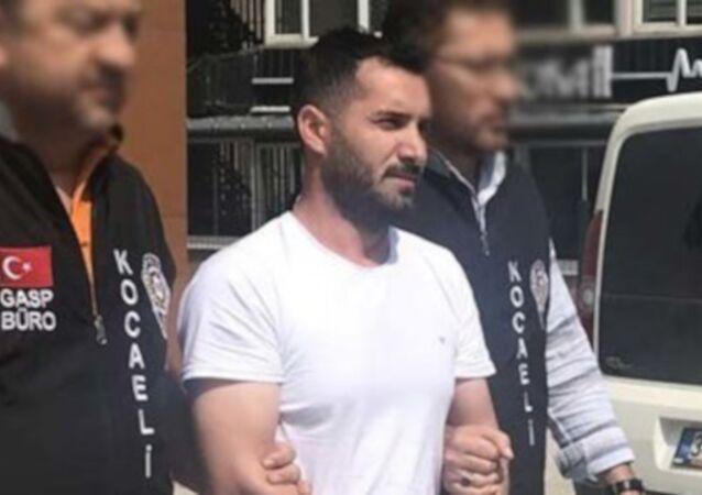 Kocaeli'de bir kişi işten çıkarılmasından sorumlu tuttuğu 2 iş arkadaşını tabancayla yaraladı.