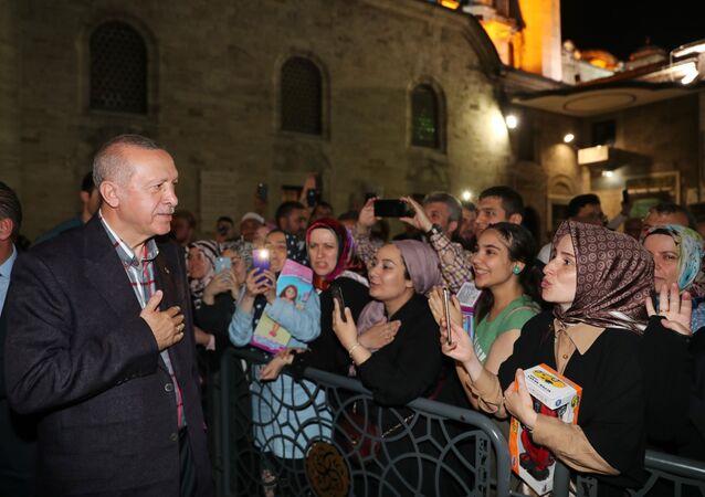 Cumhurbaşkanı Recep Tayyip Erdoğan'dan Eyüp Sultan türbesine ziyaret