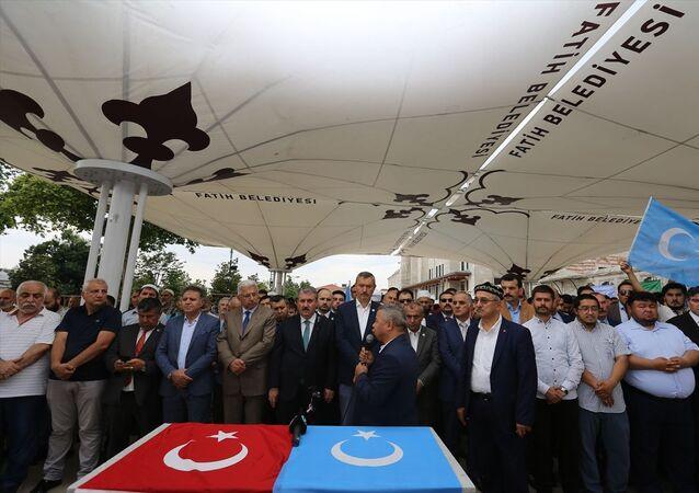Uygur Türkü yazar Nurmuhammed Tohti için Fatih Camisi'nde gıyabi cenaze namazı kılındı.