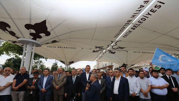Uygur Türkü yazar Nurmuhammed Tohti için Fatih Camisi'nde gıyabi cenaze namazı  - Sputnik Türkiye