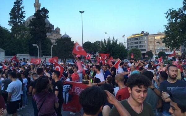 İstanbul Büyükşehir Belediyesi (İBB) önünde Ekrem İmamoğlu kutlamaları - Sputnik Türkiye