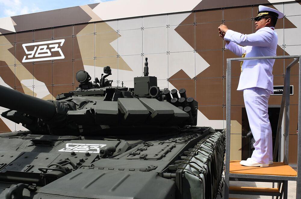 ARMY-2019 Forumu'nda sergilenen son teknoloji askeri ürünler, dünyanın dört bir yanından ziyaretçilerin ilgisini çekiyor.