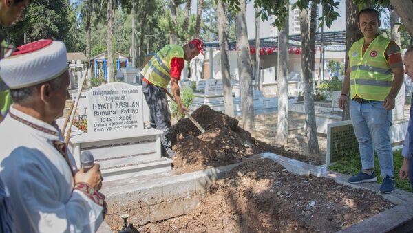 Belediye personeli eğitiminde cansız mankenler kefenlenip, defnedildi - Sputnik Türkiye