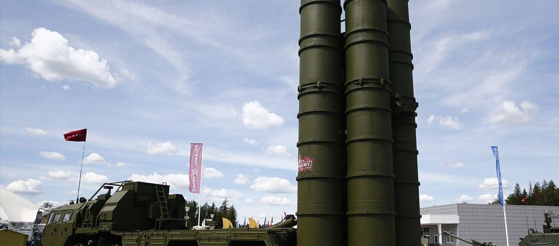 Yaklaşık bin 300 işletmenin 27 binden fazla askeri teknik ürününü tanıttığı fuarda, aralarında Türkiye, Azerbaycan, Çin, Hindistan ve Pakistan gibi ülkelerin savunma sanayisinden de örnekler gösterildi.  - Sputnik Türkiye, 1920, 01.12.2020