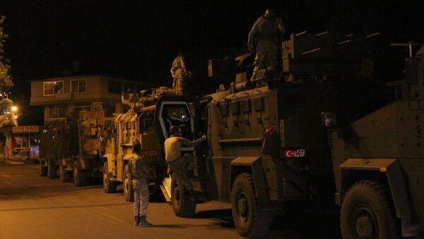 Türk Silahlı Kuvvetlerince (TSK), Suriye sınırındaki askeri birliklere komando takviyesi yapıldı. - Sputnik Türkiye