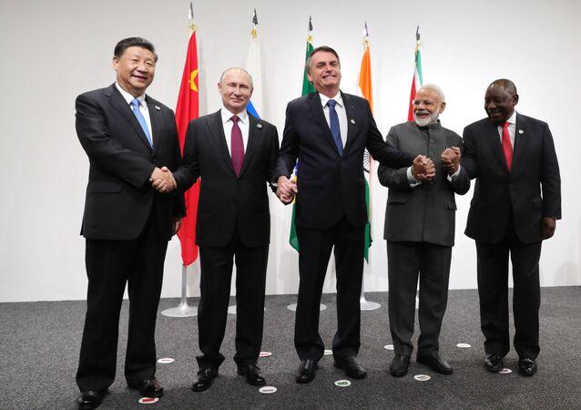 BRICS (Brezilya, Rusya, Hindistan, Çin, Güney Afrika Cumhuriyeti) ülkelerinin liderleri, G20 Zirvesi'nde fotoğraf çekimi sırasında.